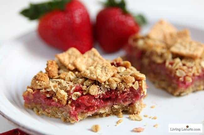 Strawberry Cashew Oatmeal Bars with Cinnamon Toast Crunch cereal. Easy homemade whole grain recipe, snack or breakfast bar with fresh strawberries.
