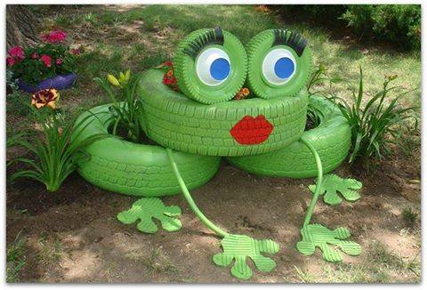 Cute Frog Tire Planter! Creative ways to add color and joy to a garden, porch, or yard with DIY Yard Art and Garden Ideas! Repurposed ideas for the backyard. Fun ideas for flower gardens made from logs, bikes, toys, tires and other old junk. ~ LivingLocurto.com