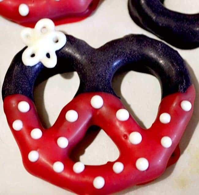 Minnie mouse pretzel treats
