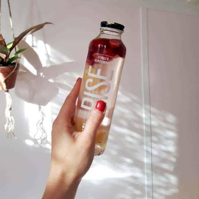 Detox Wasser mit Cranberry Pfirsich und Blaubeere