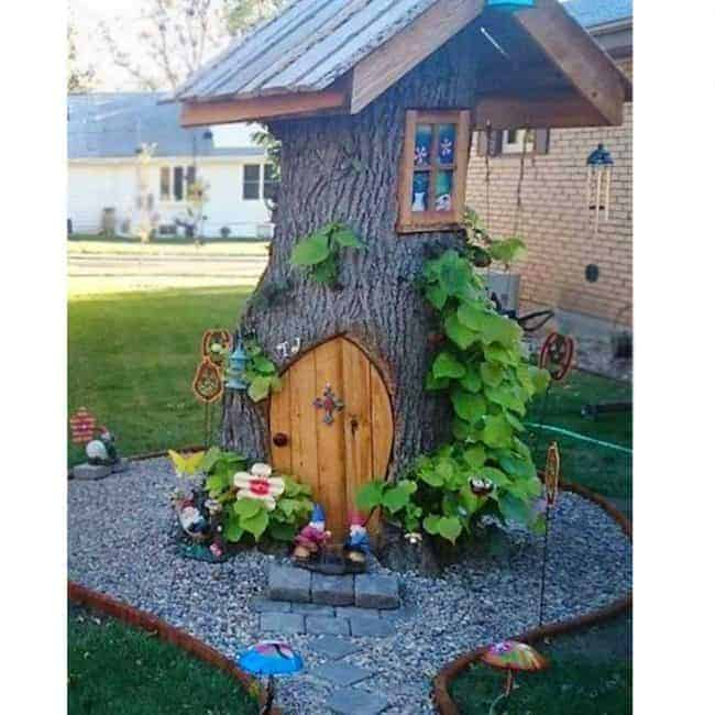 Tree Stump Fairy and Gnome House! Creative ways to add color and joy to a garden, porch, or yard with DIY Yard Art and Garden Ideas! Repurposed ideas for the backyard. Fun ideas for flower gardens made from logs, bikes, toys, tires and other old junk. ~ featured at LivingLocurto.com