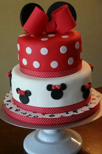 Minnie Mouse Disney Cake - How to make fondant icing and simple cake decorating tips!
