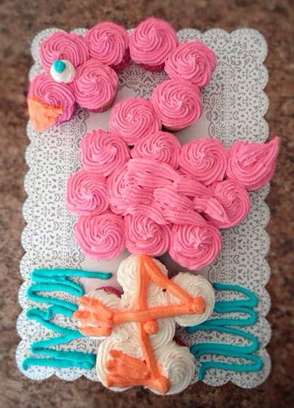 Flamingo Party Cake. Best Birthday Pull Apart Cupcake Cakes. Simple creative cake inspiration for a birthday party celebration.