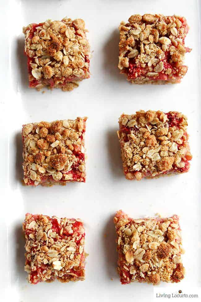 Strawberry Cashew Oatmeal Bars with Cinnamon Toast Crunch cereal with whole grain. Easy homemade dessert recipe, snack or breakfast bar with fresh strawberries. LivingLocurto.com