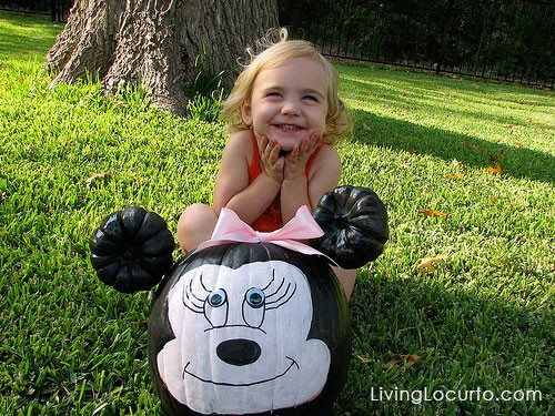 How to make a Minnie Mouse Halloween Pumpkin! This simple pumpkin painting craft is easy for kids and makes a great party activity. LivingLocurto.com