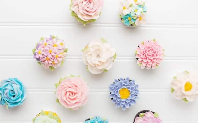 cupcakes with flower icing