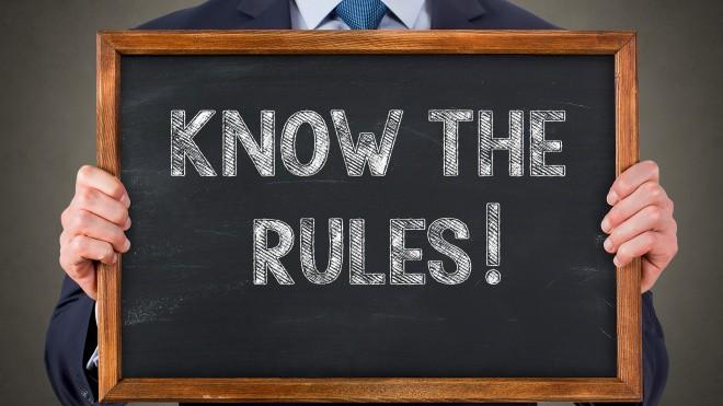 Eine Tafel mit der Aufschrift Know The Rules