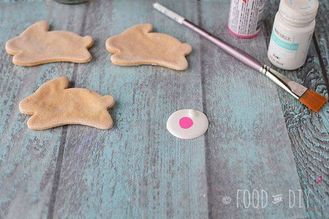 This adorable Bunny & Mason Jar Craft is perfect, simple spring or Easter decor!