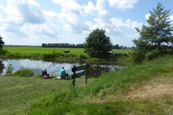 Vissers Aan De Waterkant In Friesland Fotograaf Jan Van Es