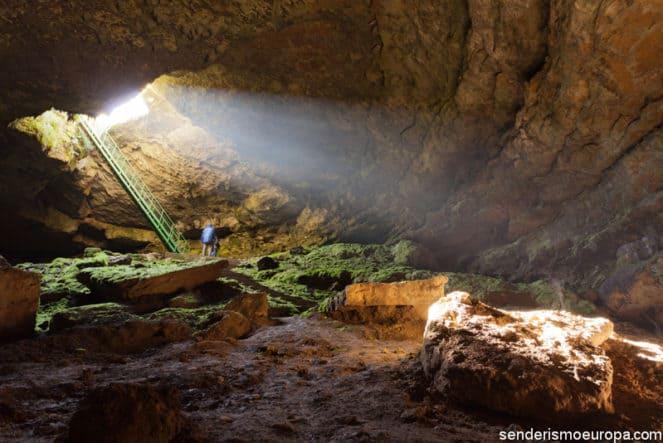 Interior de cueva Stalbitsa