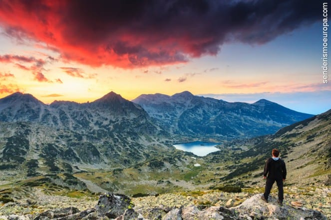 Atardecer en montañas del parque nacional de Pirin