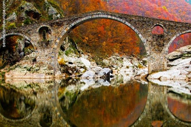 Puente del Diablo en montañas Rodope