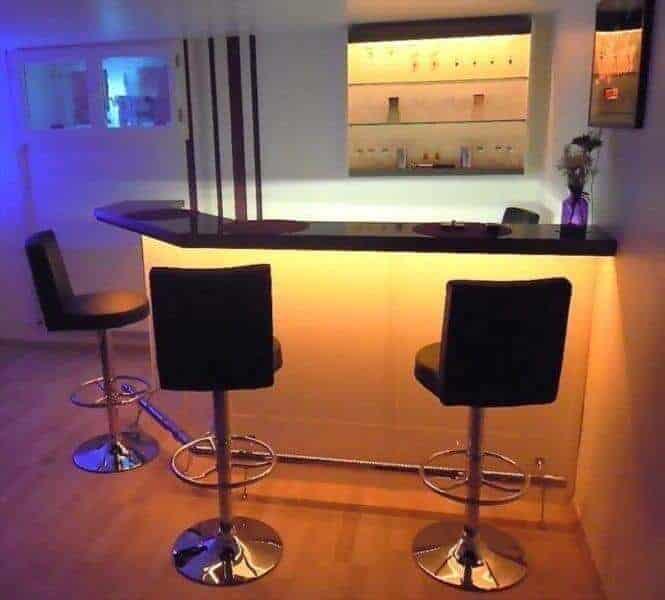 Kellerbar Clearlight mit farbigen Licht Variante Rechts