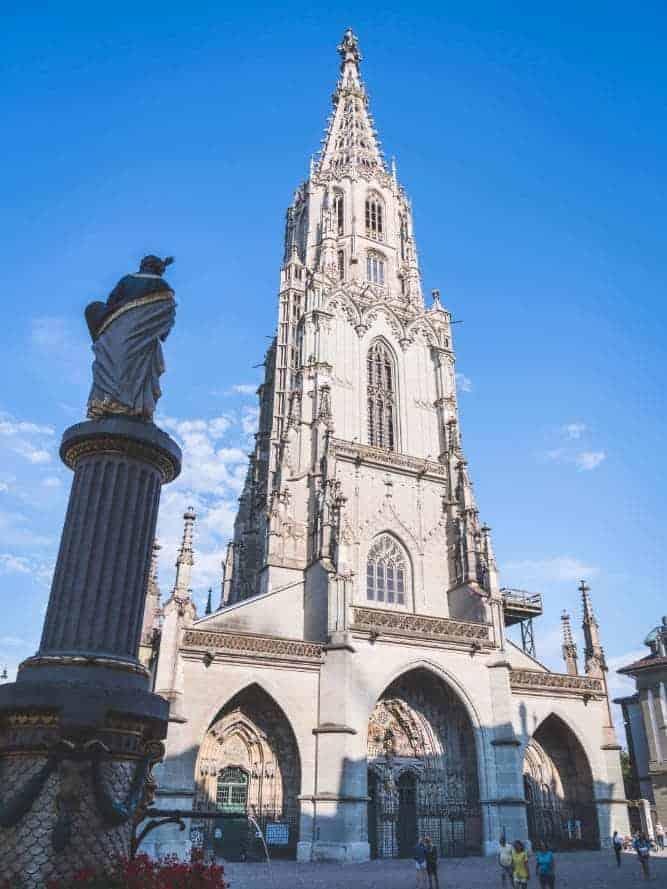 Foto de la fachada de la Catedral de Berna