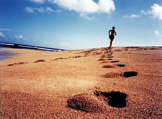 beach running footprints