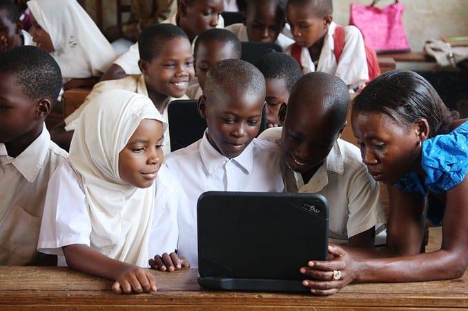 Tanzania-Mtwara-computer-kids