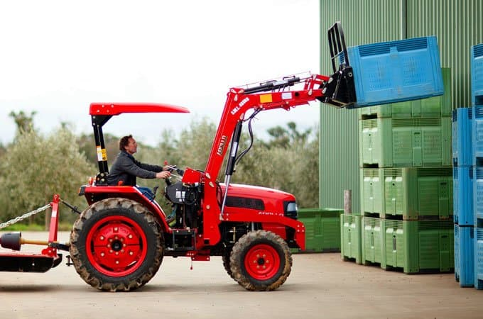 The APOLLO 454 fitted with a pallet fork makes difficult tasks a breeze.