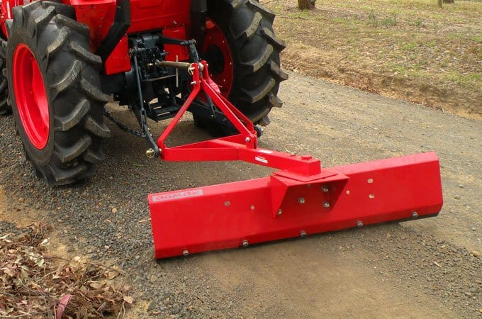 An example of how a grader joins to a tractor with a TPL.