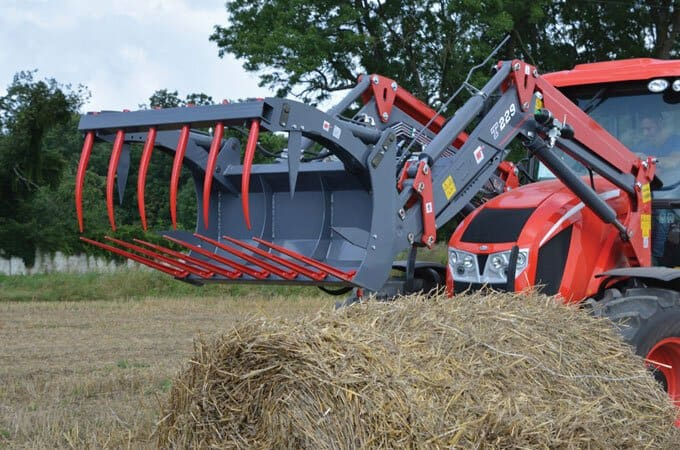 Compress and handle up to 800kg of hay.