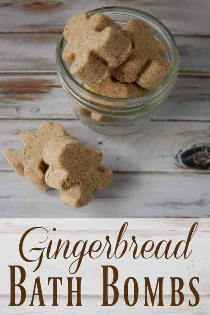Gingerbread Bath Bombs - These smell just like gingerbread and they are so cute! No weird ingredients or fake fragrances, not even essential oils so you know you'll have all the ingredients! These would make adorable holiday gifts! #gingerbread #bathbombs #diygifts #christmasgifts