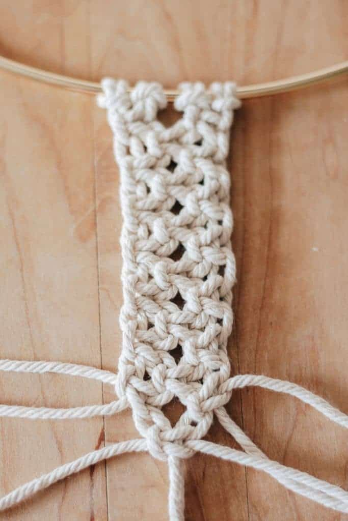 Easy Macrame Projects for the Beginner : Learn the basic knots right here. Step by Step with photos.