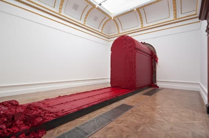 Anish Kapoor pigment piece installation view