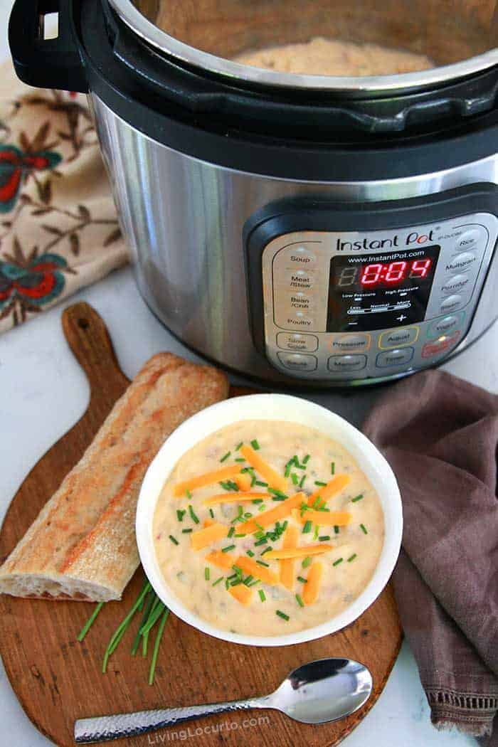 How to Make Instant Pot Baked Potato Soup in only 10 Minutes. Such an easy Instant Pot Potato Soup recipe.