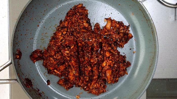 Caramelized mushroom and aromatic mixture for plant-based Mapo Tofu