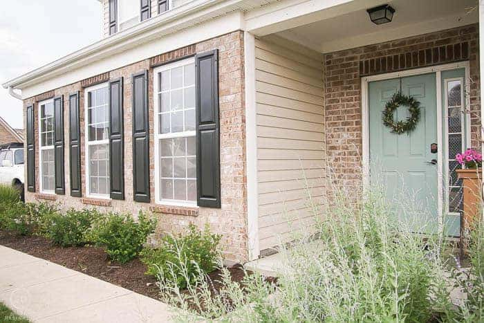 How to paint exterior shutters