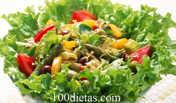 Ensalada de vegetales con queso