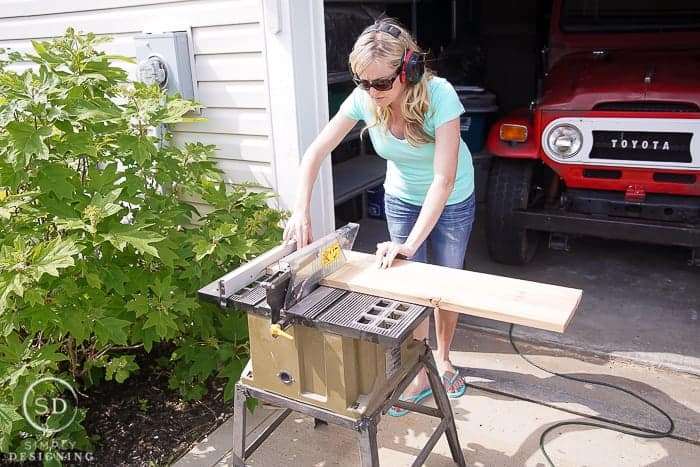 DIY Outdoor Beverage Cart - cut wood