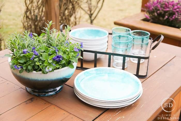 A Farmhouse Outdoor Living Space Update in Just a Few Minutes