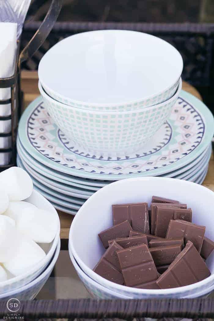 melamine plates and bowls