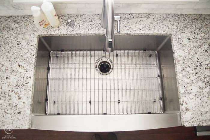 Kitchen Sink Grid in kitchen sink