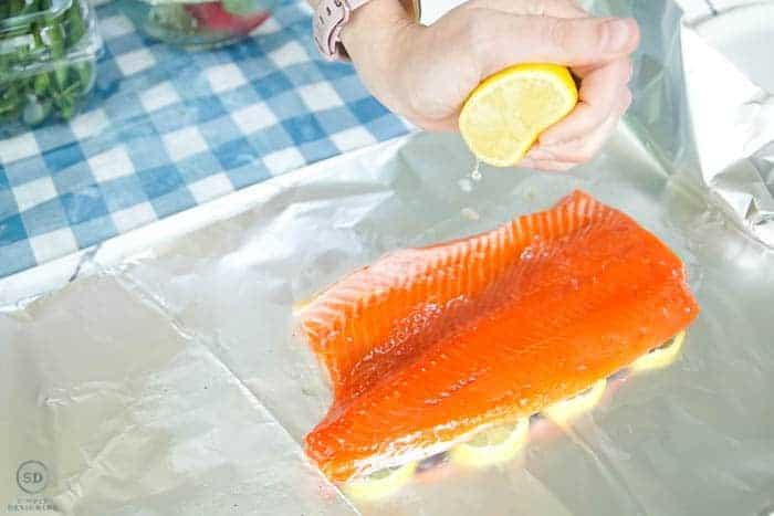 squeeze lemon on salmon