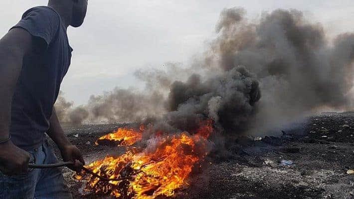 Burning E-Waste in Agbogbloshie Ghana