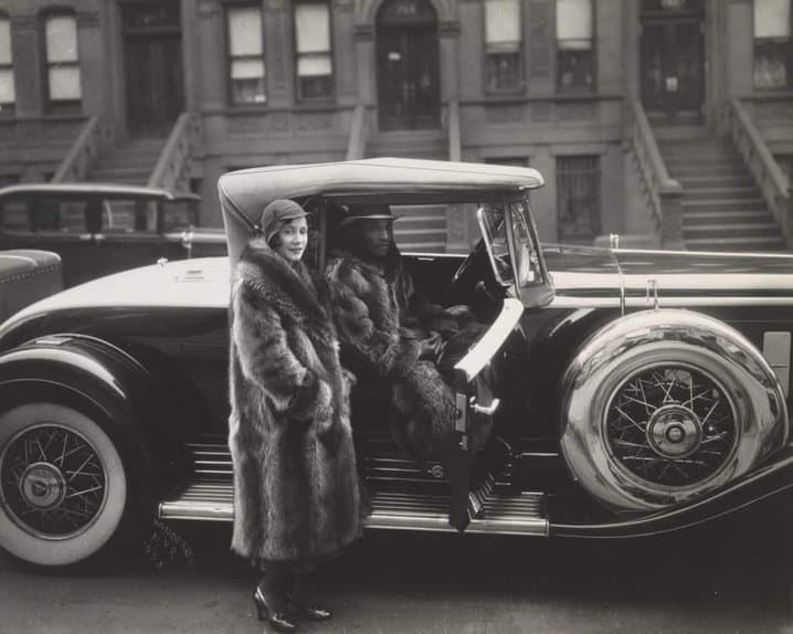 James Van der Zee, Racoon Couple in Car, 1932.