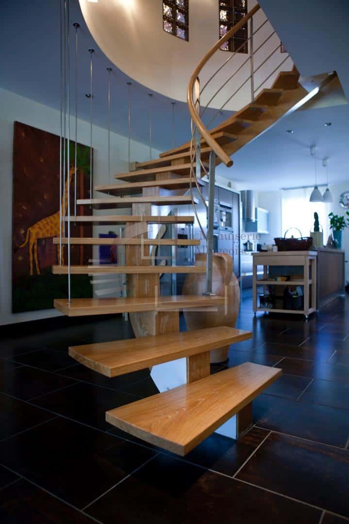 Escalier en bois à limon central balance