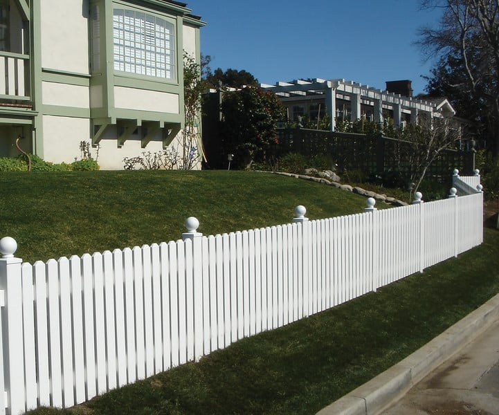 Reasons To Prefer Vinyl Wood Fences Over Real Wood Fences