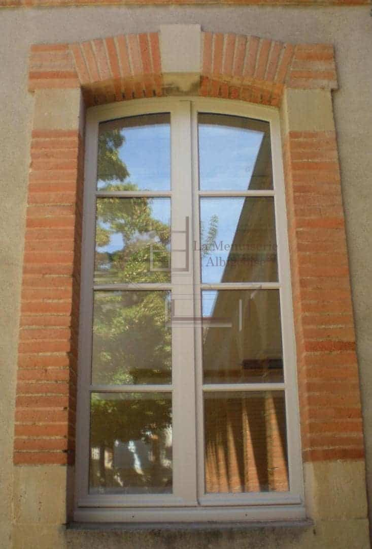 Fenêtre voûtée sur-mesure