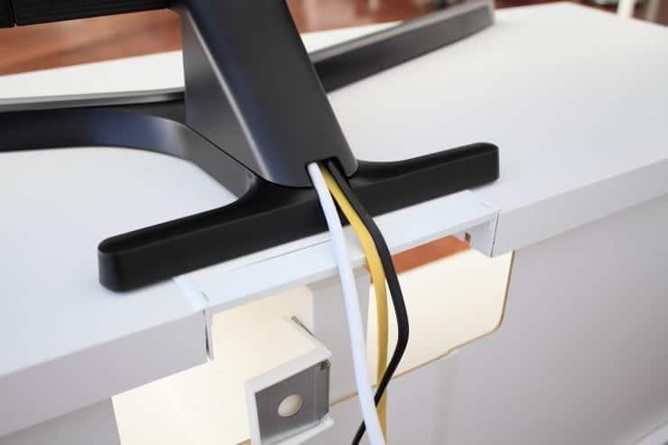 Organización de cables Samsung NU7475 soporte mueble