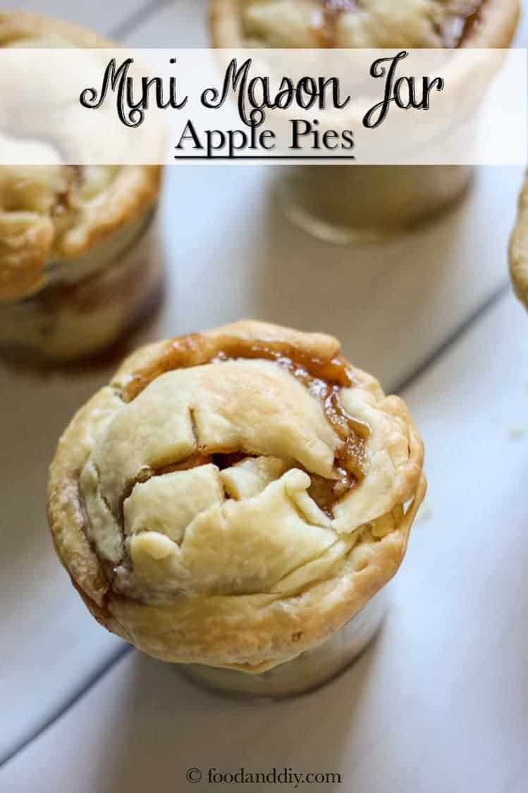 Mini mason jar apple pies
