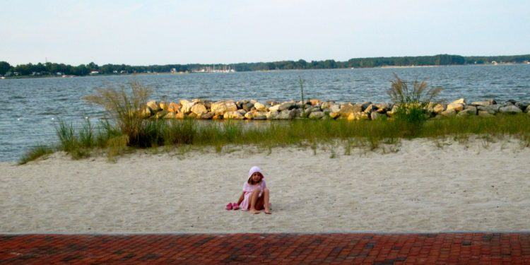 Yorktown has a great riverside beach for families