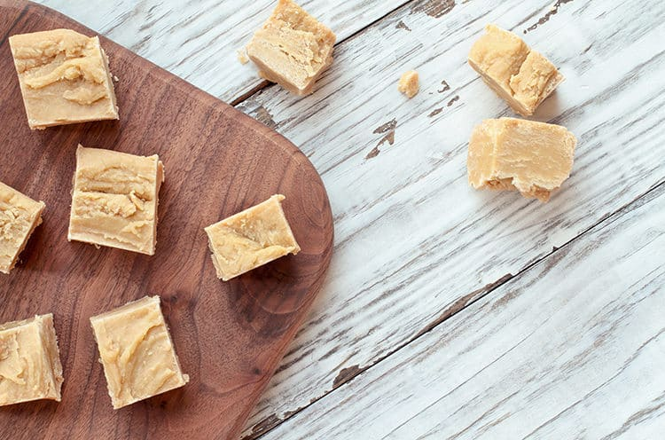Creamy, Dreamy Peanut Butter Fudge... with only 4 ingredients!!