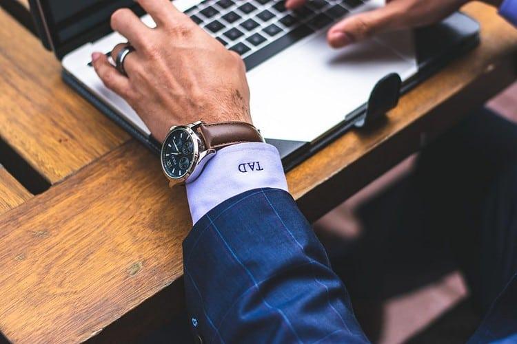 Od dziś już zawsze szukaj pracy Career PRO Agent Kariery wspieramy w zmianach zawodowych profesjonalne CV manager szukanie pracy jak szukać pracy pomoc w szukaniu pracy dla managerów manager zmiana pracy