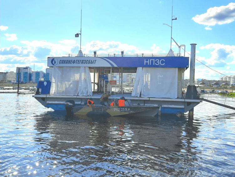 В Якутске заработала плавучая АЗС