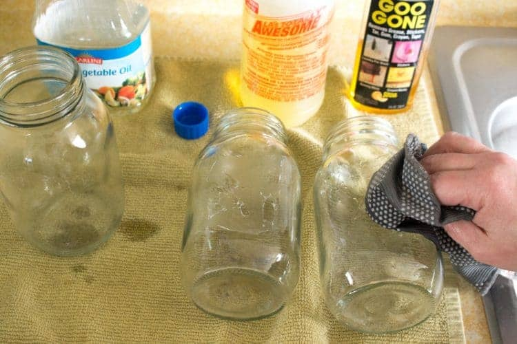 Removing glue from glass jars