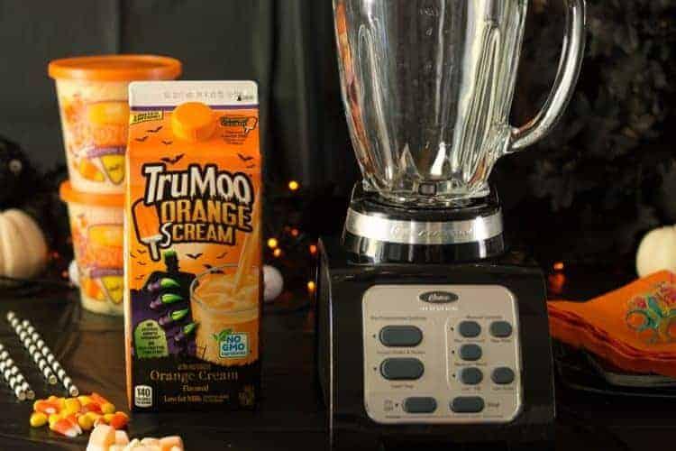 Halloween FreakShake Milkshake ingredients and close up of blender