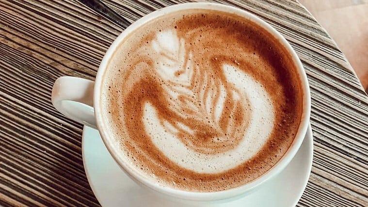Kaffeetasse mit Schaumblatt