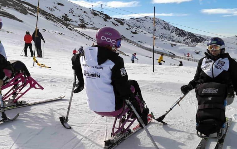 El Equipo Fundación También Esquí & Snowboard se prepara en Sierra Nevada.